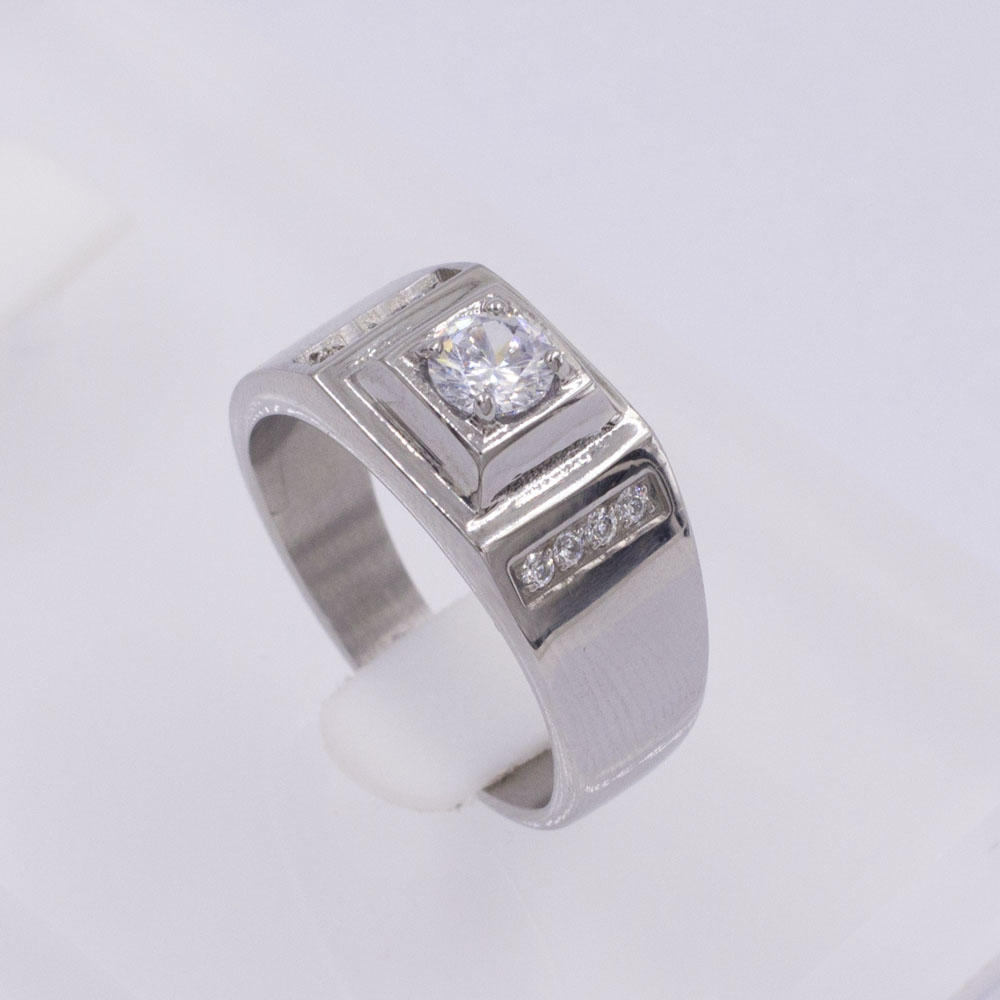 Fashion design Low MOQ factory wholesale market crystal middle stainless steel silver ring