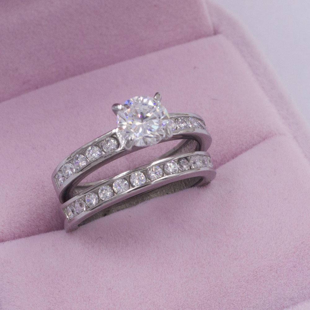 Chinese stainless steel jewelry shiny zircon silver couple rings wedding band for lovers