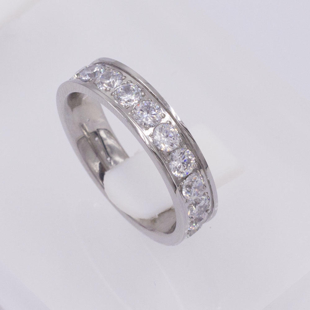 2018 New arrival latest stainless steel women ring with crystals