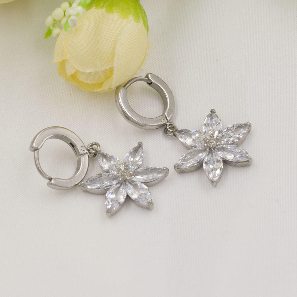 Graceful silver color crystal dangle earrings for ladies