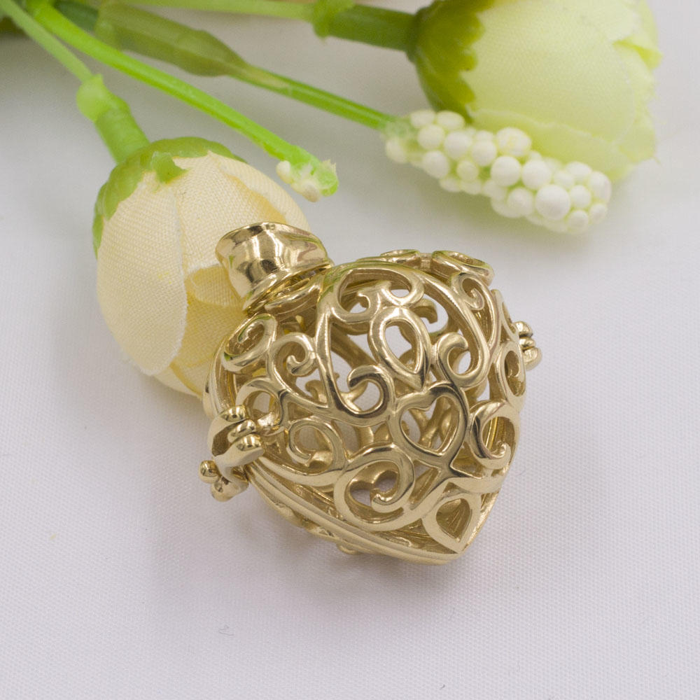 Romantic hollow three-dimensional heart-shaped female pendant